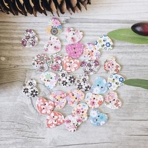 Пуговицы Сердечки из дерева цветные