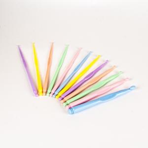 Набор пластмассовых крючков(12шт)