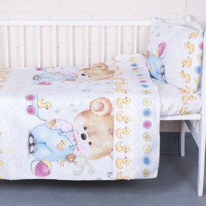 Постельное белье в детскую кроватку из перкаля 8968/1 Мишка с уточкой  с простыней на резинке