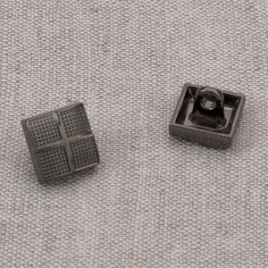 Пуговица металл ПМ63 10мм черный никель квадрат уп 12 шт