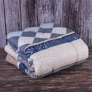 Одеяло полиэфир чехол полиэстер 200 гр/м2 140/205 см